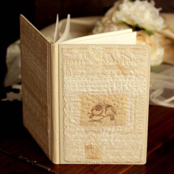ספר אורחים מחופה תחרה