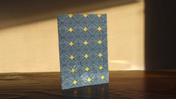 מחברת משבצות עטופה בבד כחול וריקמה