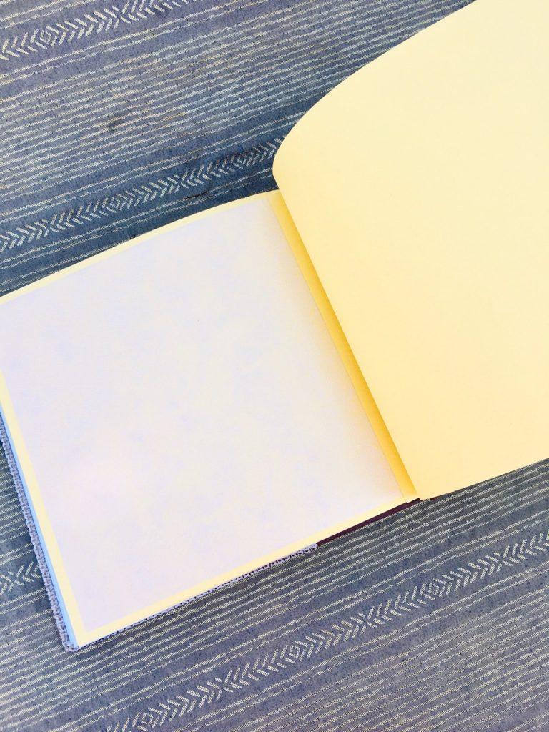 שני צבעים לדפים באלבום