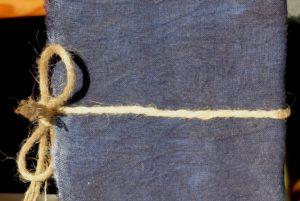 מחברת שורות כרוכה בבד כחול עבודת יד
