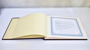 ספר ברכות למנכ״ל שעוזב