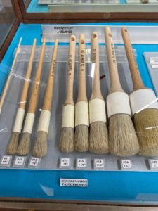 מכשירים בחנות לכריכה ועבודות יד