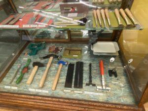 מכשירים בחנות Talas בניו יורק