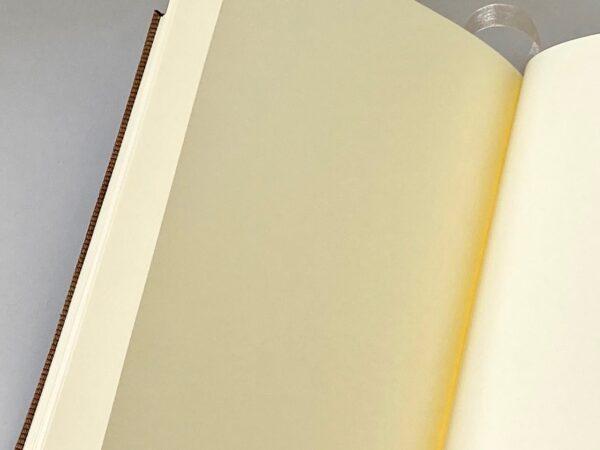 דפים חלקים במחברת עבה וטובה